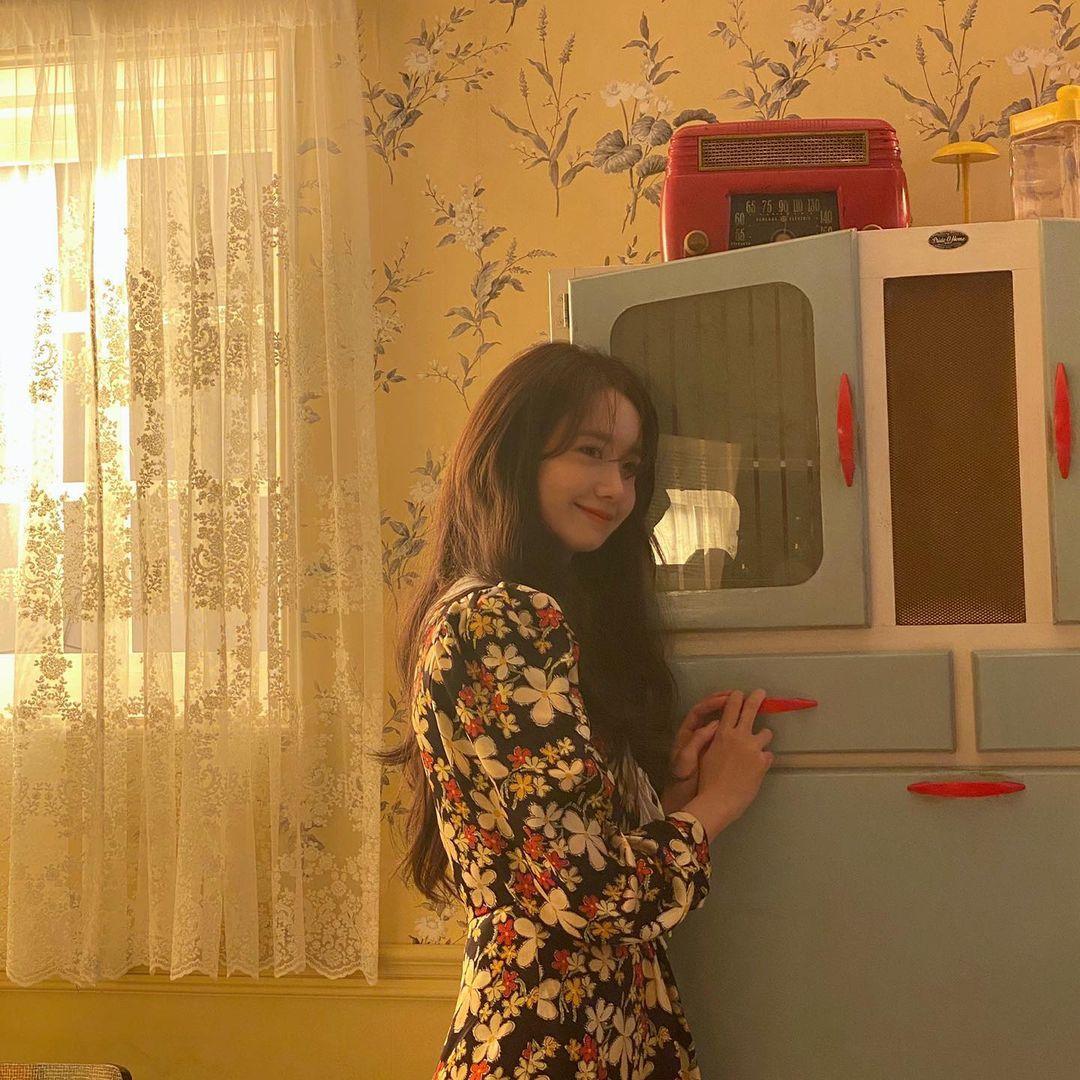 韩国女星林允儿打《LOL》手游:谁来给我打辅助